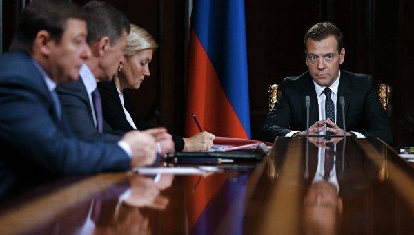 Председатель правительства РФ Дмитрий Медведев проводит совещание. Архивное фото