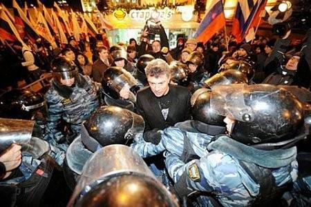Бориса Немцова обвиняют в разжигании межнациональной ненависти и вражды