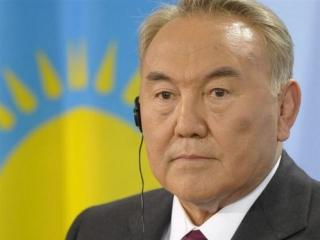 Назарбаев обещает помочь установить мир в Донбассе ради снятия санкций