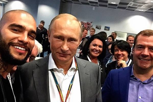 Селфи звезд российской эстрады с Путиным взорвали Интернет