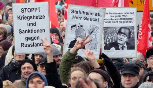 """Австрийское издание: немцам предстоит избавить ФРГ от """"американского канцлера"""""""