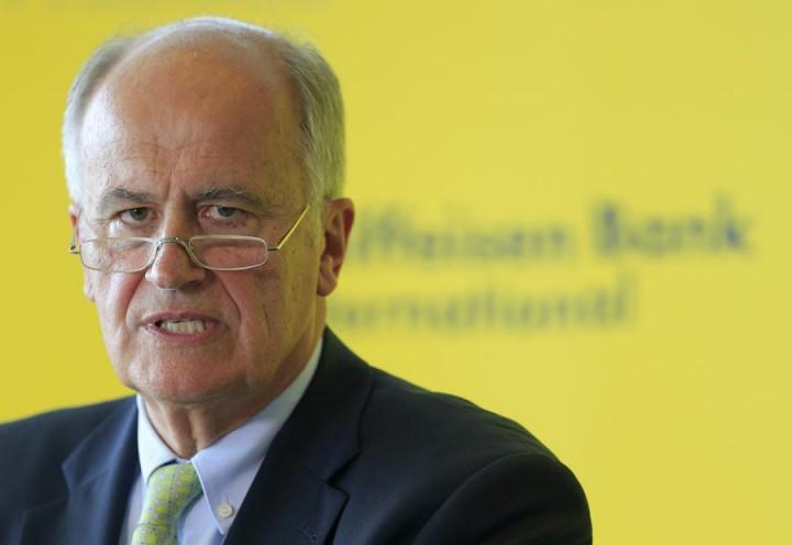 Глава Raiffeisenbank: США готовы бороться с Россией до последнего европейца