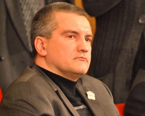 Аксенов настоятельно попросил чиновников и силовиков Крыма сдать украинские паспорта
