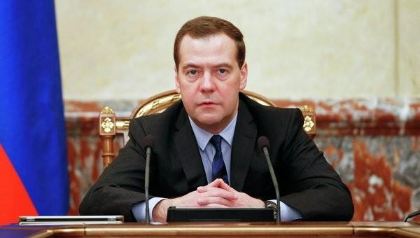 Медведев о поставках электроэнергии в Крым: цены Киеву можно увеличить