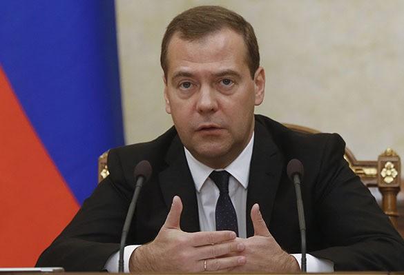 Медведев: Россия не будет реструктурирорвать кредиты, выданные Украине