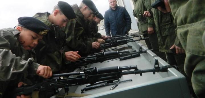 Минобороны хочет ввести в школе уроки по подготовке к армии