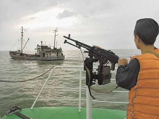 Российские пограничники на Дальнем Востоке заявили о победе над крабовыми браконьерами