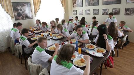 На Украине жалеют российских детей, отправленных в «обнищавший и голодный Крым»