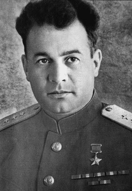 35-летний генерал