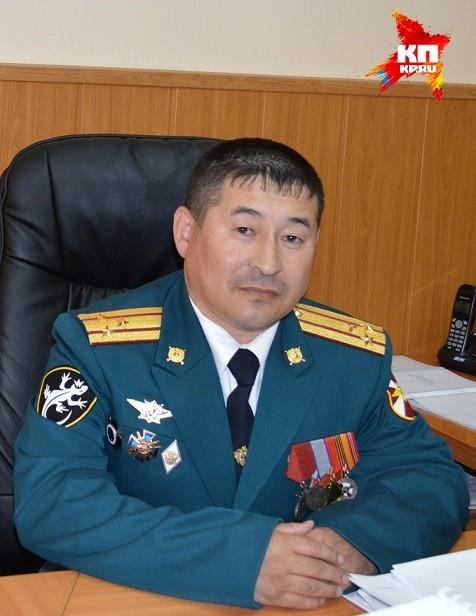 Владимир Путин вручил полковнику, закрывшему собой гранату на учениях, звезду «Герой России»