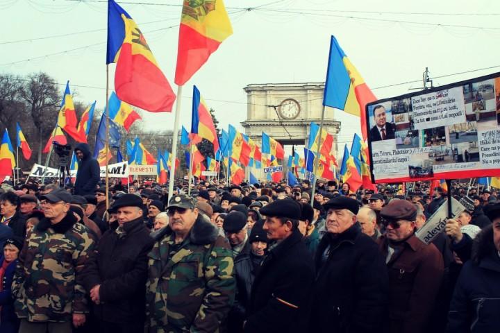 В какую сторону шатнется молдавский «майдан»?