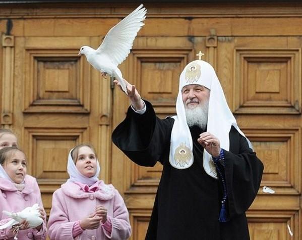 Патриарх Кирилл: вернуть мораль и нравственность на ТВ