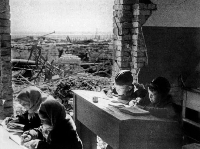 Возрождение Сталинграда начиналось… со школ