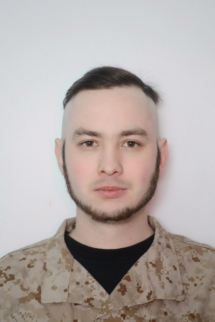 Опознан нацист, избивавший девочку и её маму в День Победы в Киеве - Виталий Регор