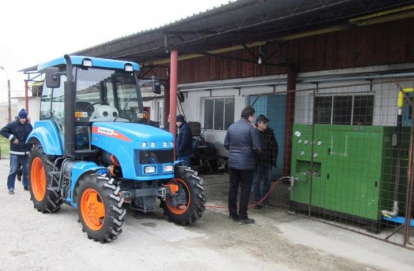 Концерн «Тракторные заводы» разработал новые газомоторные тракторы для румынских виноградарей