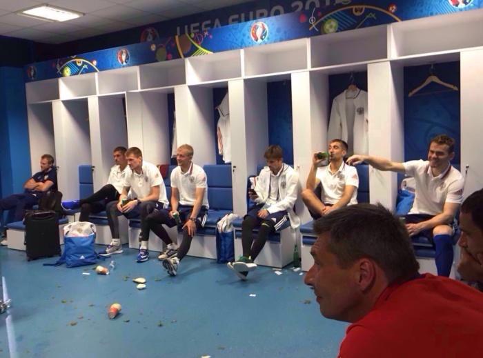 Министр спирта Виталий Мутко выпил пива с футболистами сборной России