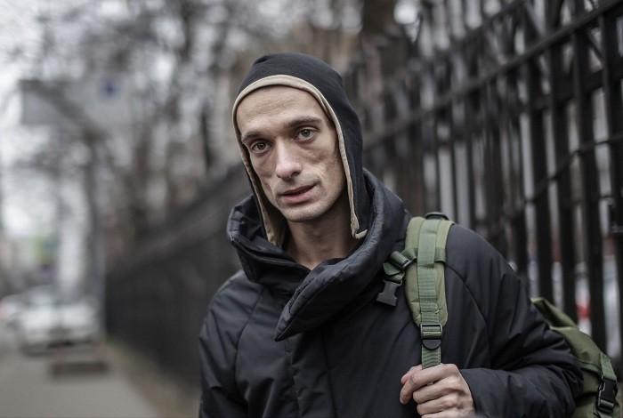 Павленский покинул Россию