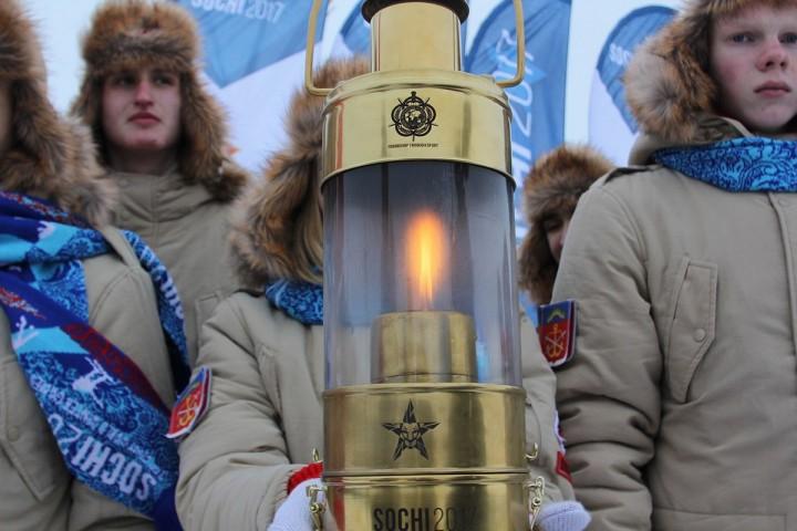 Огненный забег: в 5 городах России одновременно стартует эстафета огня III Всемирных военных игр