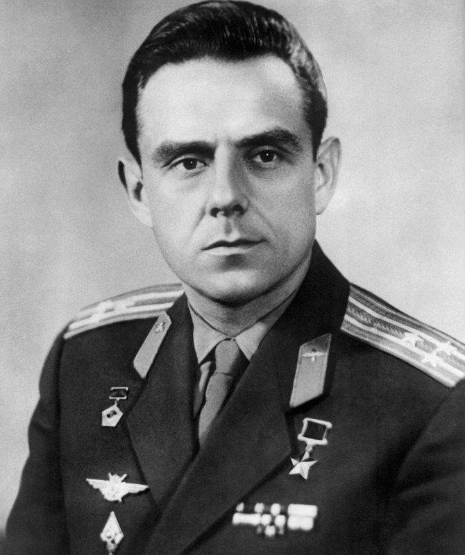 Советский лётчик-космонавт, дважды Герой Советского Союза Владимир Михайлович Комаров