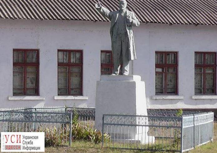 Село в Одесской области за счет местного бюджета восстановило памятники Ленину и Калинину