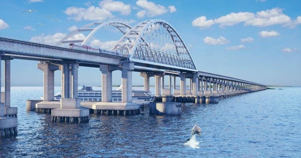 Железную дорогу на Крымском мосту решили электрифицировать