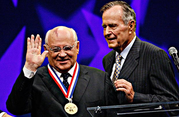 Михаил Горбачев и Джордж Буш-старший. Фото: Tom Mihalek/АР