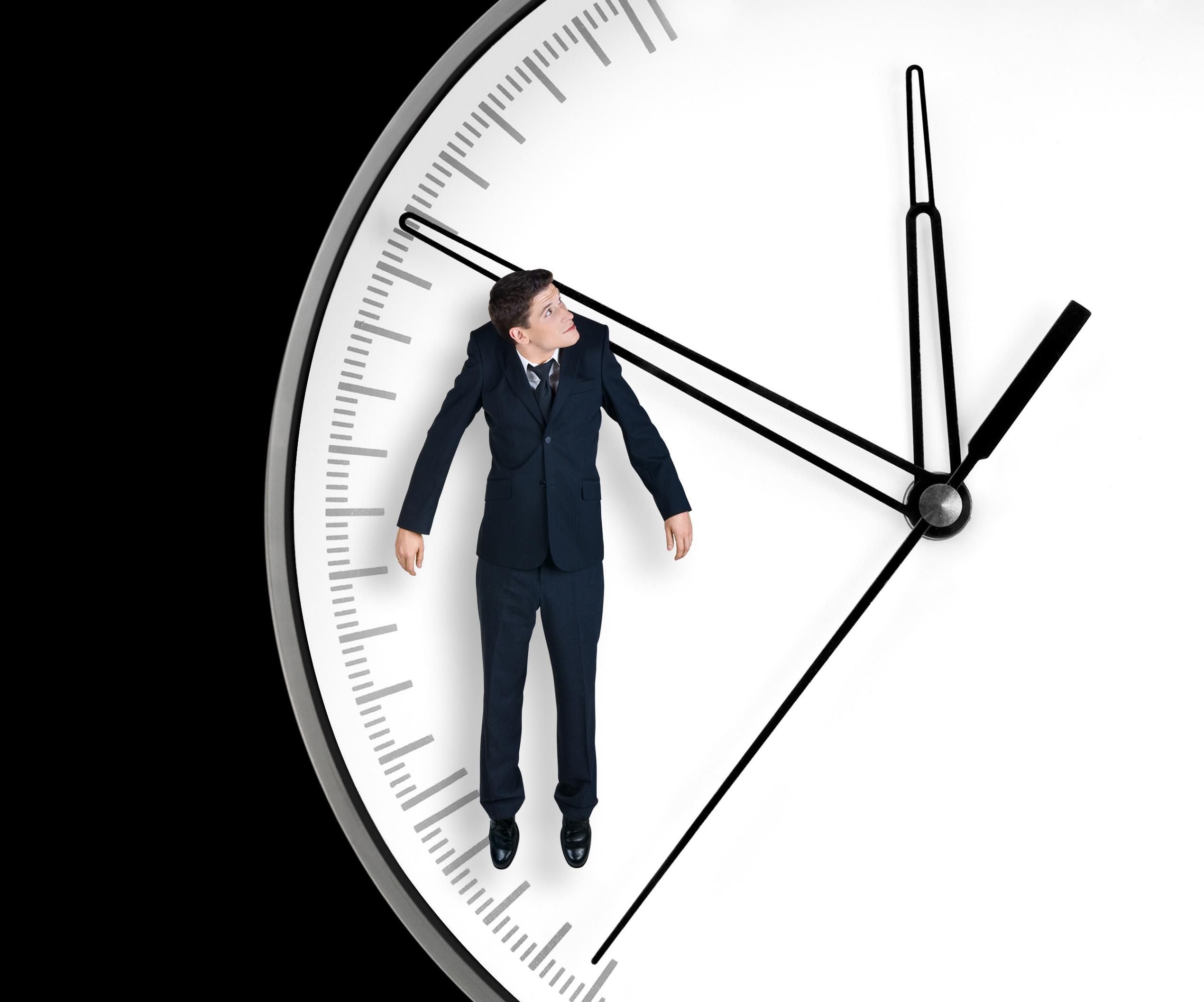 Поэтому, если часы упали со стены – это плохая примета, которая способна испортить даже очень хорошее настроение.