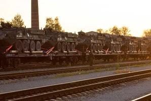 USA soomusvägede rongiešelon Valga raudteejaamas.