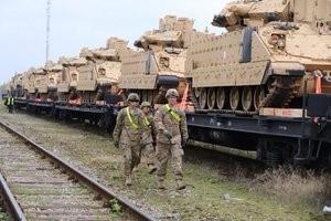 Tapal laaditi maha USA sõjatehnikat.