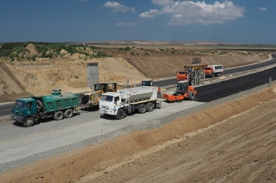 Крымские дорожники вышли из доверия. Трассу «Таврида» строят специалисты из Сибири