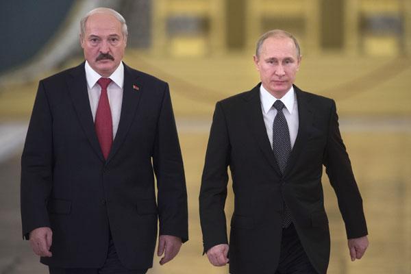 Президент России Владимир Путин (справа) и президент Белоруссии Александр Лукашенко. Фото: Сергей Гунеев/РИА Новости www.ria.ru