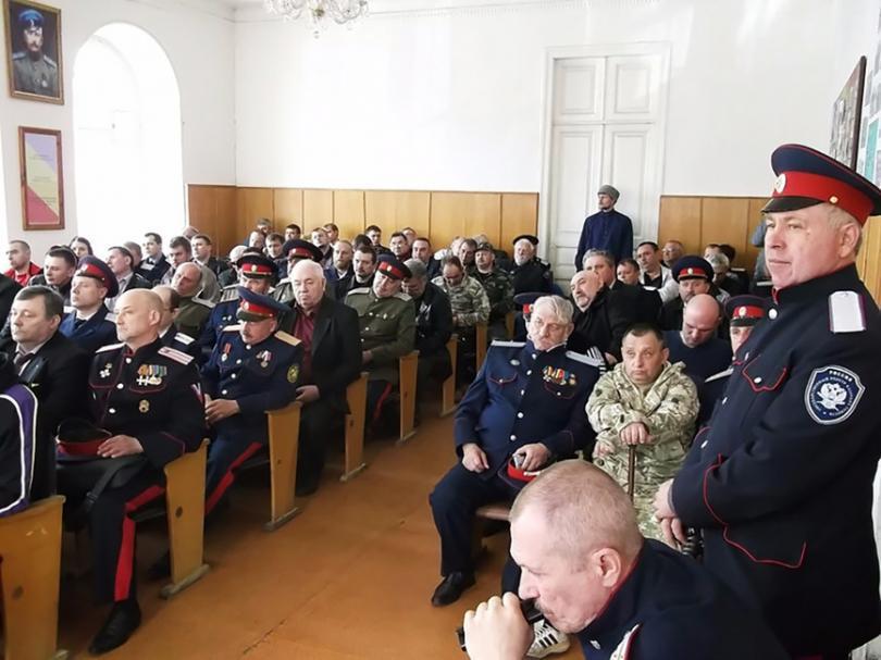 Казаки станицы «Средняя» в помещении здания правления станицы. Фото: Одноклассники