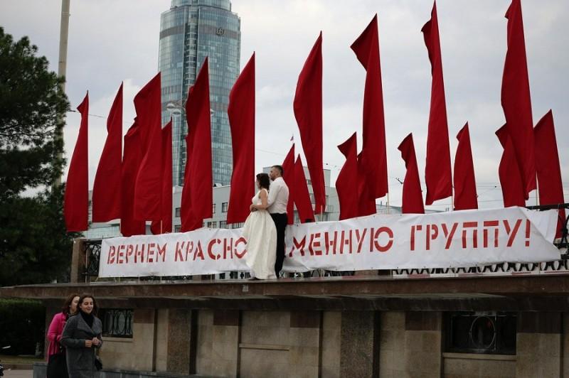 05 Пикет и акция 10 сентября 2016 года  за возвращение Краснознамённой группы и ордена Ленина на Плотинку.jpg