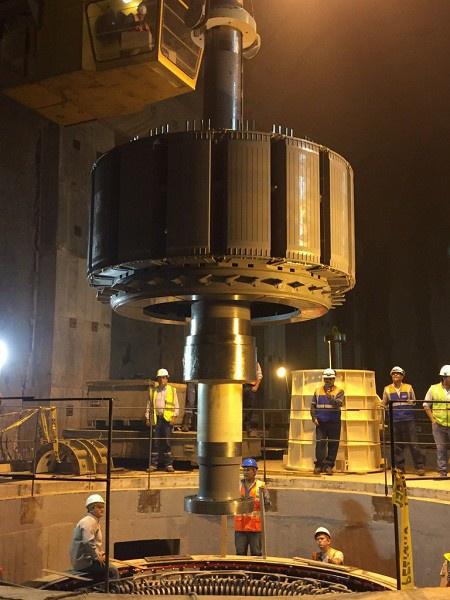 Опускание ротора генератора в шахту гидроагрегата