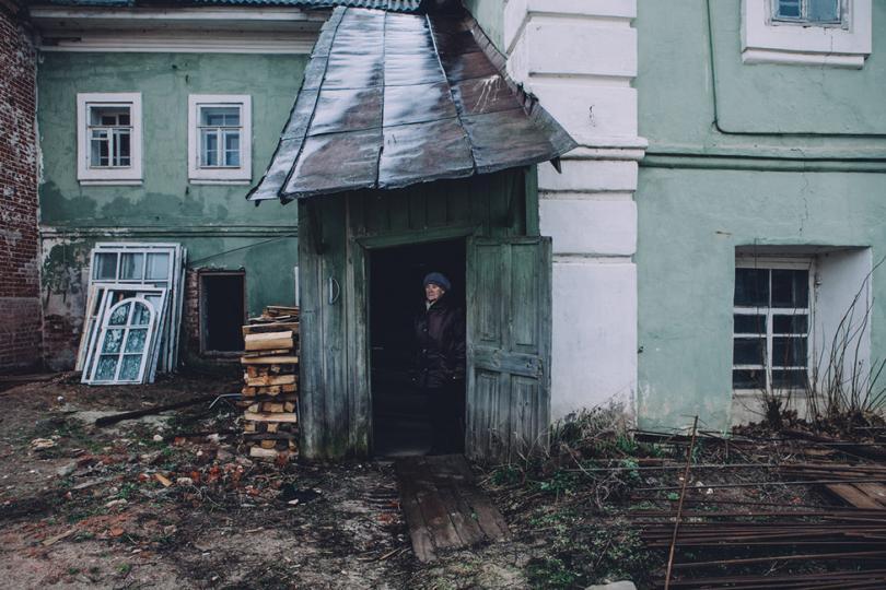 Одна из жительниц села Выша, чей дом переходит в собственность РПЦ. Фото: Открытая Россия
