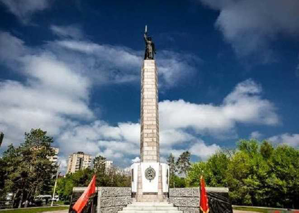 обелиск воинам 10-й дивизии нквд|Фото: pijnec.in.ua