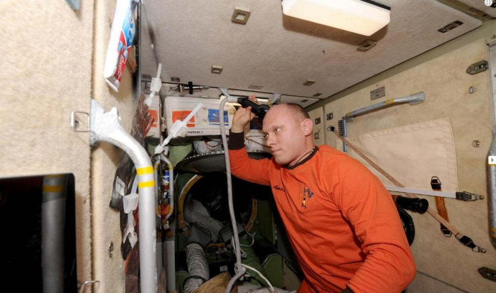 Утренний туалет: стрижка и бритьё на МКС