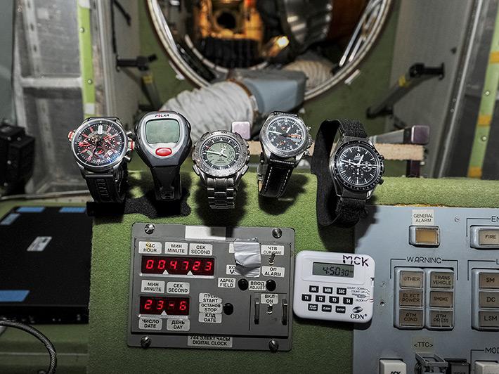 Часы, которыми космонавт пользуется на МКС