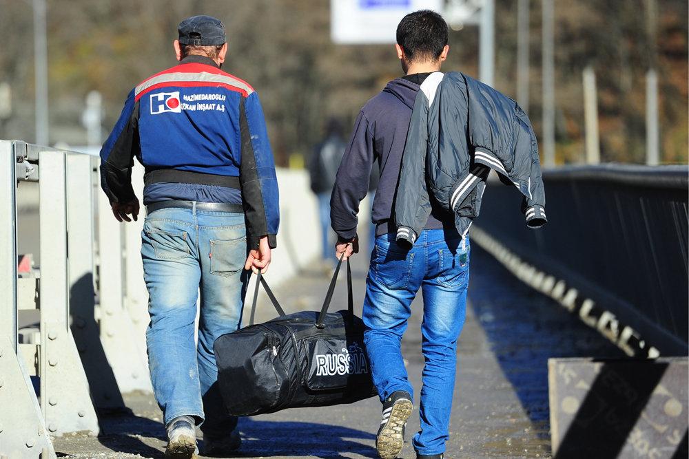 Основные сложности возникают с мигрантами из стран СНГ, но как раз их-то проигнорировали. Фото: Владимир Смирнов/ТАСС