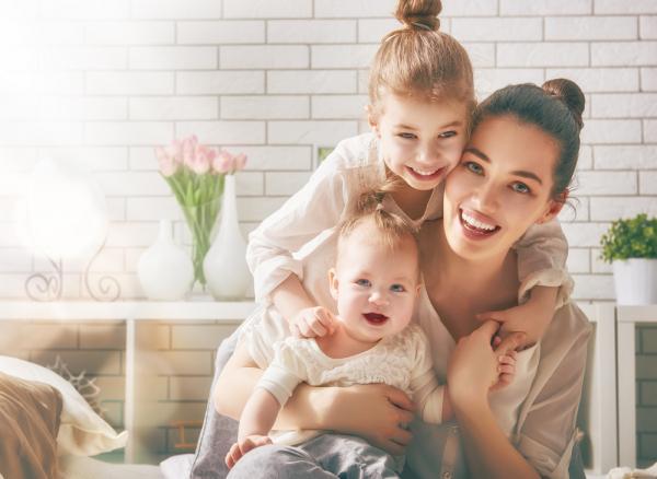 Минтруд России предлагает поощрять женщин, родивших двух детей до 30 лет