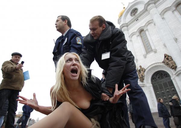 Минтруда готовит стратегию продвижения феминизма в России