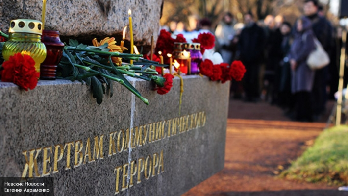 Путин подписал закон об увековечении памяти жертв политических репрессий