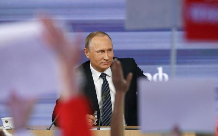 putin-attending-news-conference-moscow