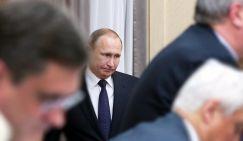 Президент РФ Владимир Путин (на втором плане) перед началом заседания