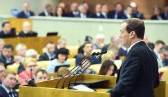 Премьер-министр РФ Дмитрий Медведев на пленарном заседании Государственной думы РФ во время выступления с отчетом о результатах деятельности правительства РФ за 2016 год