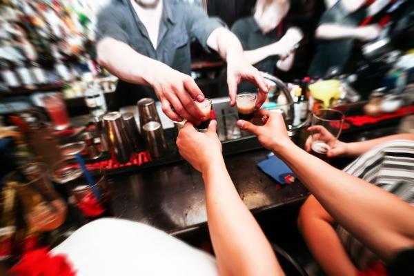 СМИ: россияне сократили потребление алкоголя почти на 30%